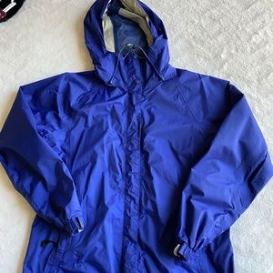 Vintage LL bean jacket in size M in blue
